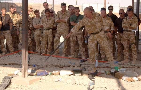 Major Ewen Murchison briefing for Operation Slate, near Gereshk, Helmand (Operation Herrick V), Afghanistan, 2002-14 (photo)