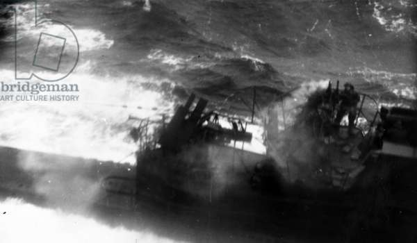 Carriers S060, U-Boat, Under attack (b/w photo)