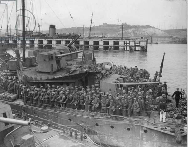 Army Personnel Disembarking from Destroyers at Dover, 1940 (b/w photo)