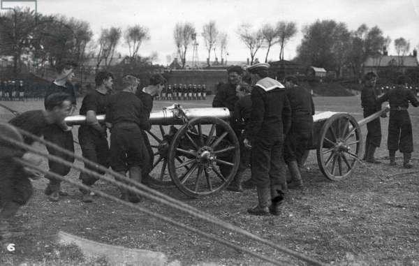 Field Gun Competition at Whale Island, c.1900 (b/w photo)