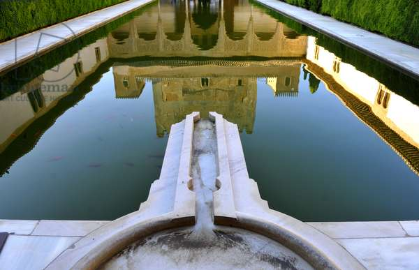 Pool and Fountain of Court of the Myrtles, Nasrid Palaces, 2013 (photo)