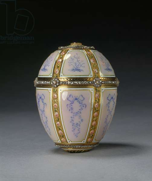 Easter egg, 1899 (gold, guilloche enamel & diamonds)
