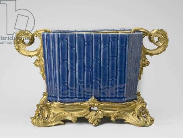 Cistern, 1730-50 (porcelain with glaze & gilt metal)