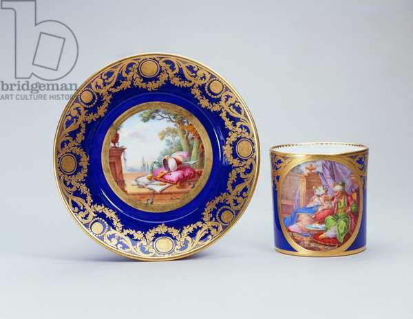 Gobelet litron, 1779 (soft-paste porcelain, beau blue ground & gilded decoration)