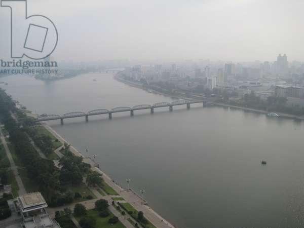 Panoramic aerial of the Taedong River in Pyongyang, North Korea, 2008 (photo)