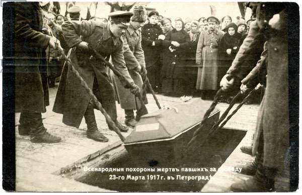 Burial of victims of the February Revolution in Petrograd, 1917 (b/w photo)