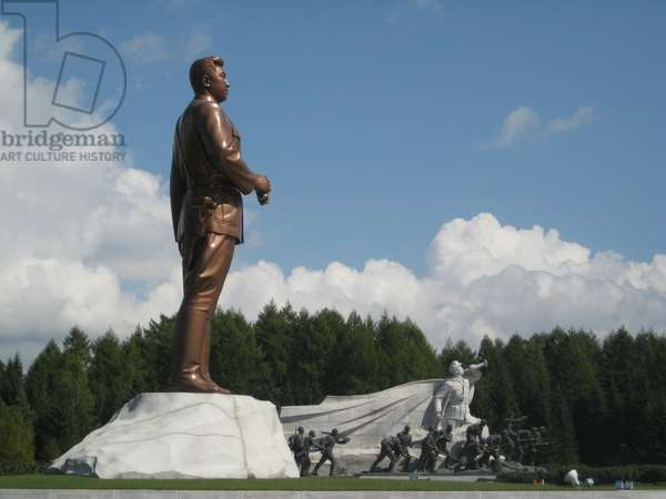 Statue of former Leader Kim il-Sung near Mount Paektu, which forms part of the Samjiyon Grand Monument, 2008 (photo)