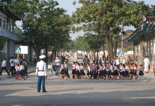 North Korean school children crossing road in Pyongyang, 2008 (photo)