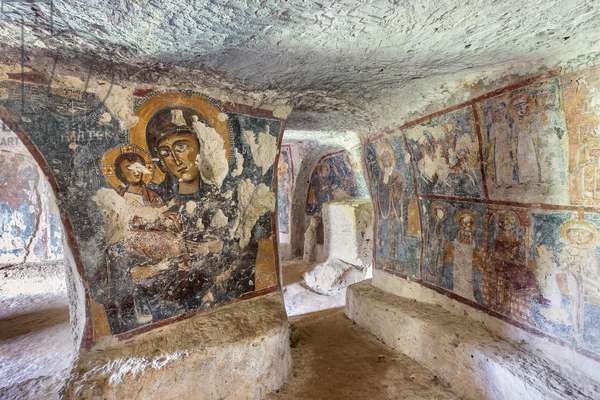 Mottola, Taranto, Puglia, Italy, Rock church of Santa Margherita, interior (photo)