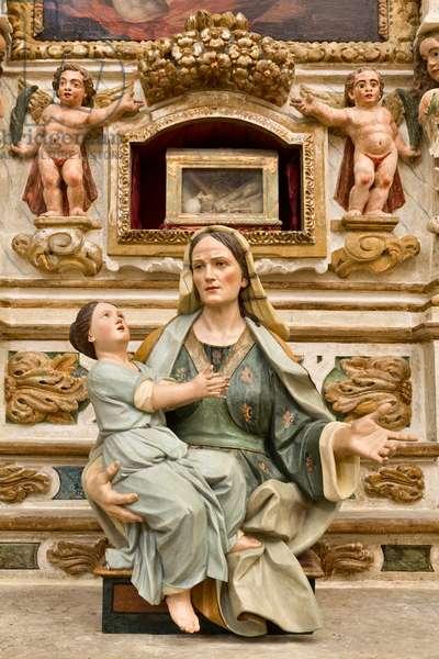 Church of SS Salvatore, interior, wooden statue depicting St. Anne with Mary Bambina, Poggiardo, Lecce, Puglia (photo)