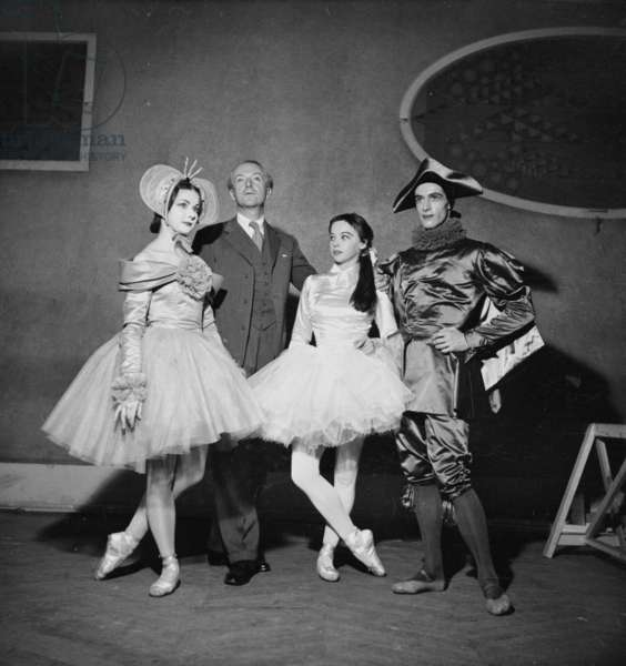'Devoirs de vacances', Irène Skorik, Sir Cecil Beaton, Leslie Caron, Youli Algaroff (b/w photo)