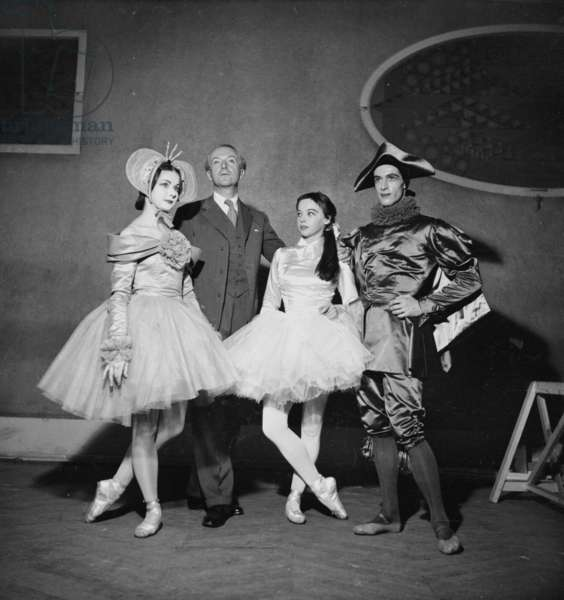 Irene Skorik, Sir Cecil Beaton, Leslie Caron and Youli Algaroff, 1949 (b/w photo)