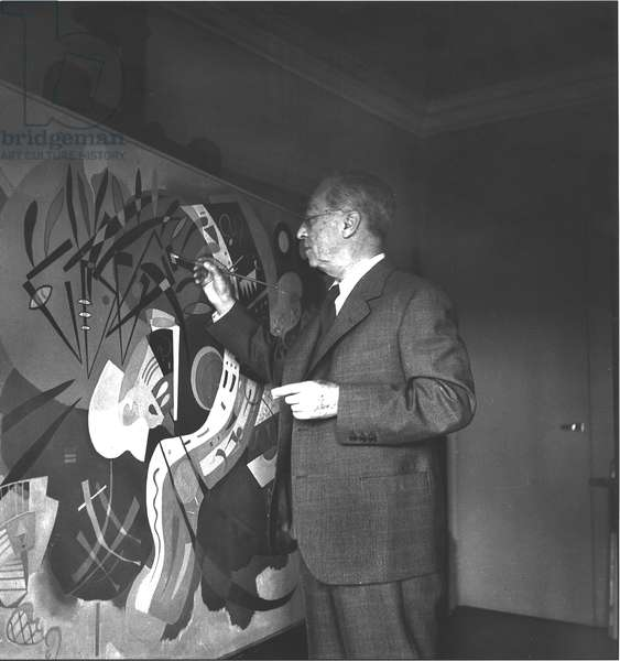 Wassilly Kandinsky (1866-1944) painting in his studio in December 1936 (b/w photo)
