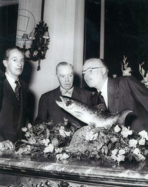 Charles Ritz, Leonce de Boiseet and Ernest Hemingway (1899-1961) admiring a fishing trophy (b&w photo)