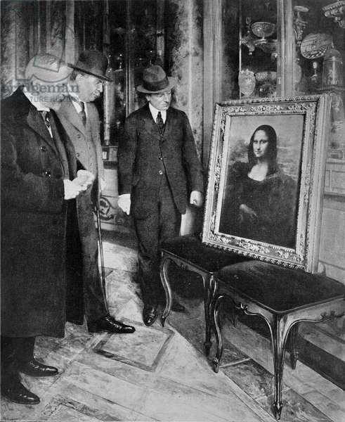 The Mona Lisa exhibited at the Galleria degli Uffizi after its theft, December 1913 (b/w photo)