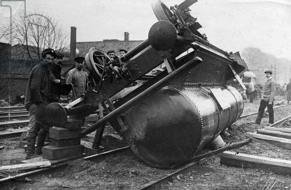 Train accidents. Toppled sulphuric acid tank after the train accident near Breda, The Netherlands, 1910