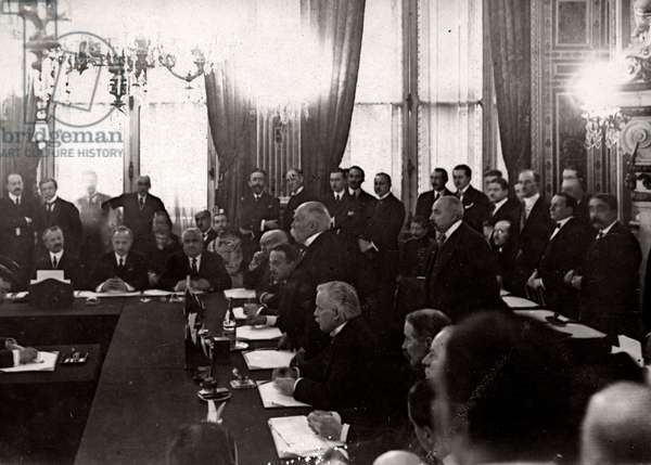 The ratification of the Peace Treaty of Versailles in Paris, France 1920, (b/w photo)