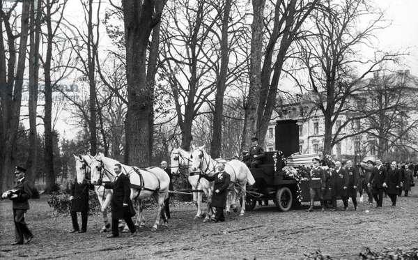 Funeral of Henri Deterding at Slot Dobbin in Mecklenburg