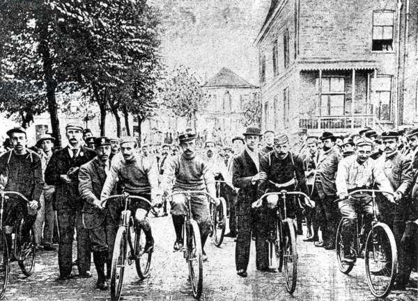 Cycling, Tour de France, 1903. The first Tour de France with departure and arrival in Paris with winner Maurice Garin. 2nd from the left M.Garin (b/w photo)