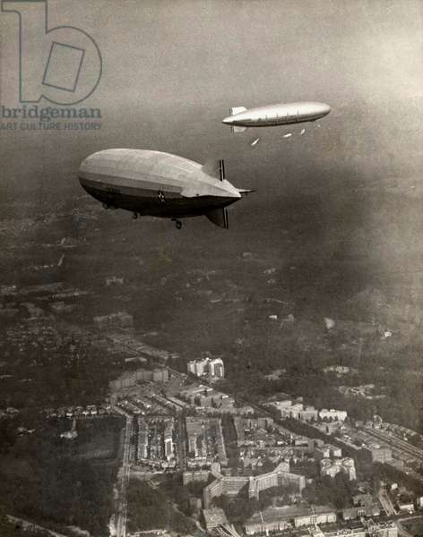The American airship Akron in front of the Zeppelin Los Angeles above Washington, the United States of America, 2 November 1931 (b/w photo)