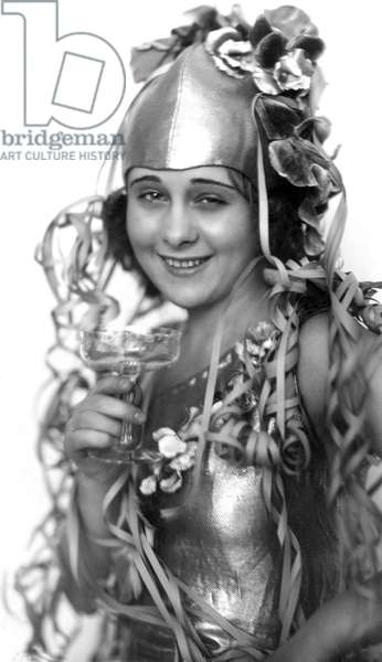 Woman Lilly Feindt in carnaval mood with serpentines and champagne, February 1934.