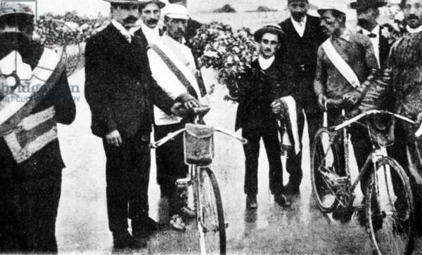 Cycling, Tour de France 1904. The tributes of the winners include Hippolyte Aucouturier and Maurice Garin. The first four riders of the standings will be disqualified after fraud, fights, and tacking supporters made a normal course of events impossible. Paris 1904 (b/w photo)