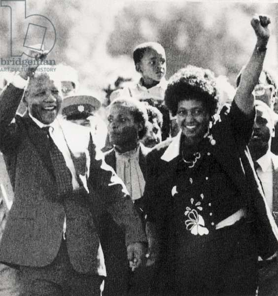 South African ANC leader and anti-apartheid activist Nelson Mandela is released after 27 years in prison on Robben Island, among others. At the gate of the Victor Verster prison, he and his wife Winnie (1936-2018) greeted the supporters with clenched fists, Paarl, South Africa, 11 February 1990.