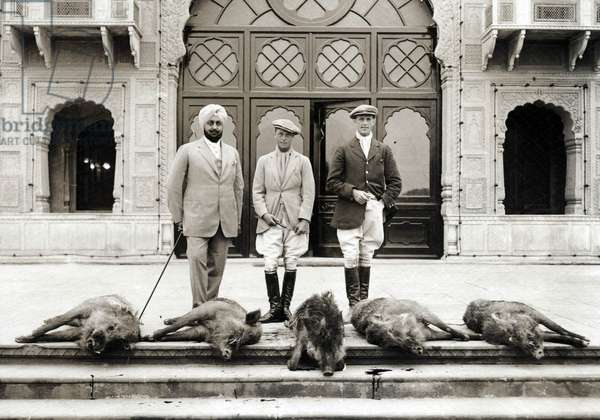Edward Prince of Wales is posing proudly near his hunting five shot pigs, sot during a huntingparty, organised by the maharadja of Patiala-india, 1930-1940