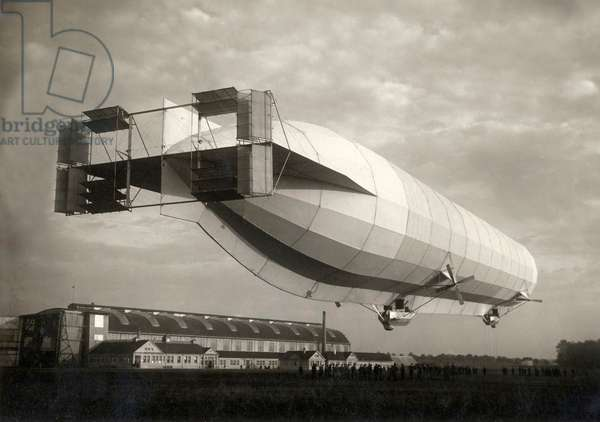 The German airship LZ 10 Schwaben. The Zeppelin was delivered in 1911 (b/w photo)