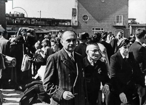 Jews are transported from Amsterdam to Westerbork. On transport, Razzia, 1943-45