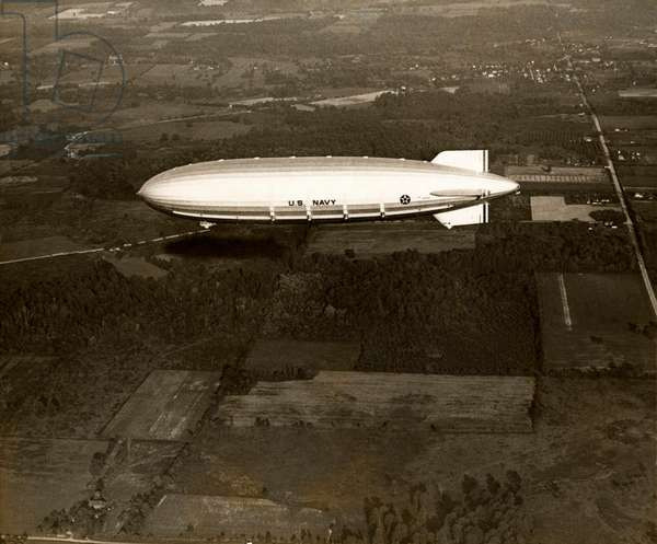 The American rigid airship Akron above the countryside in the United States of America, 1931 (b/w photo)