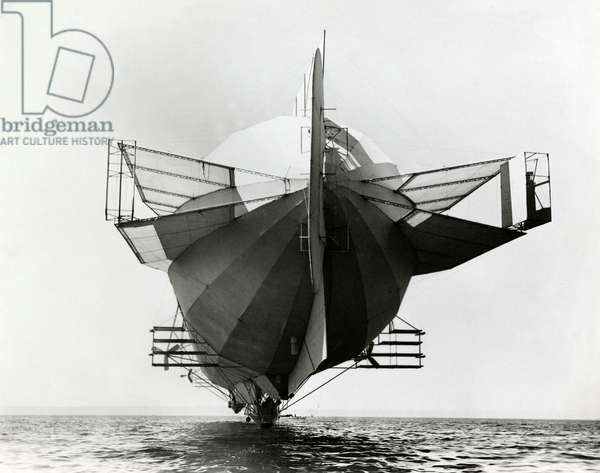 The German airship LZ 4 seen from behind. The Zeppelin is hanging above the sea and equipped with an impressive number of stabilizers, 1908 (b/w photo)
