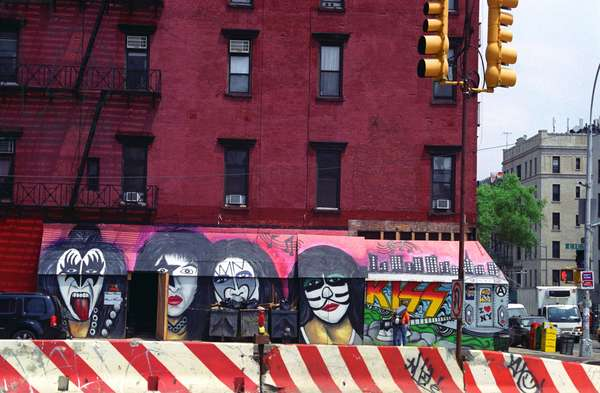 Mural of the rock band Kiss