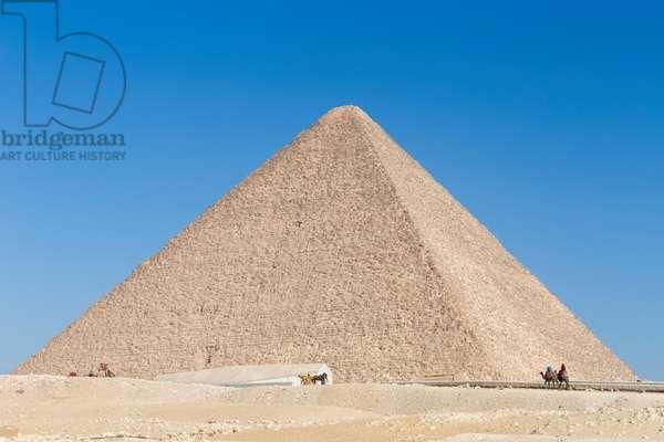 The pyramid of Khufu, Giza, Egypt, 2020 (photo)