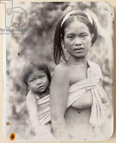 Ifugao mother and child, 1919  (b/w photo)