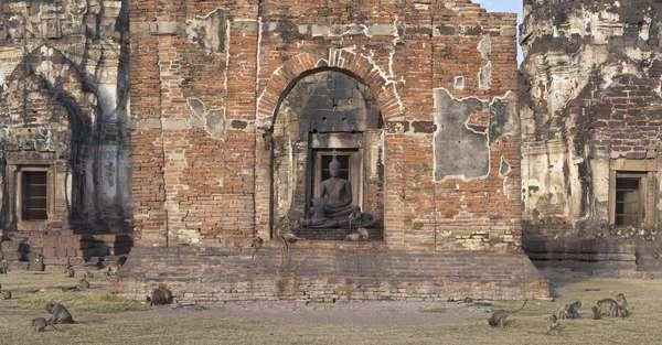 Phra Prang Sam Yot (photo)