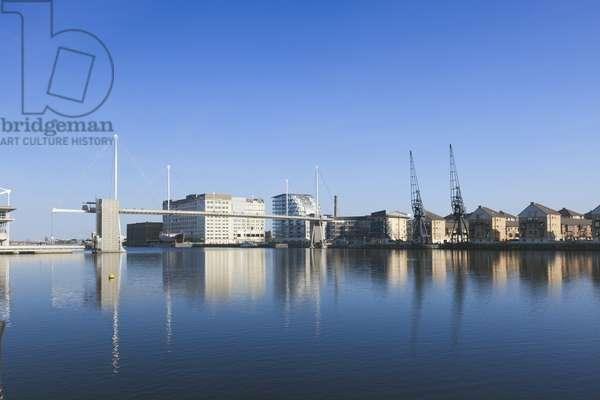 Royal Victoria Dock Bridge, London (photo)