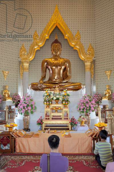 Gold Buddha statue at Wat Traimit, the Temple of the Golden Buddha in Bangkok, Thailand (photo)