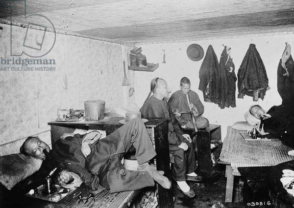 Opium den, Chinatown, San Francisco, California, USA, c.1920 (b/w photo)