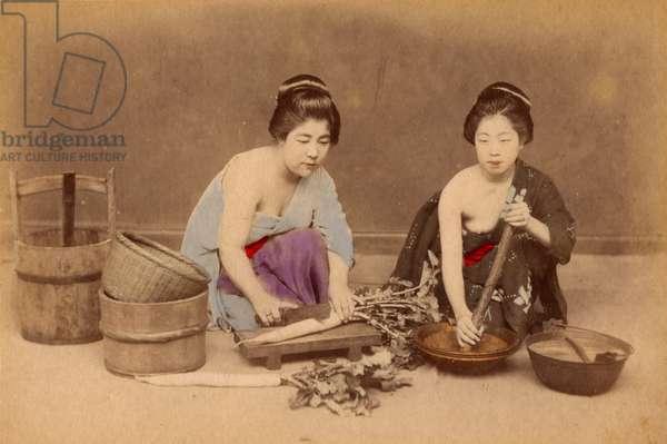 Japanese women cooking (photo)