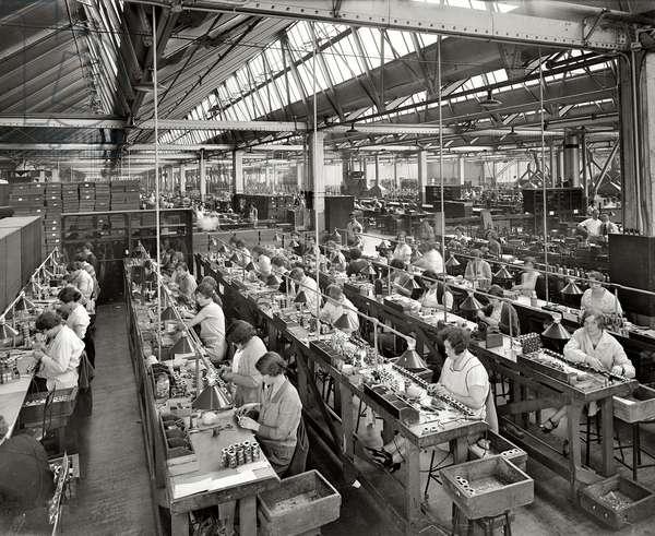 Atwater Kent radio set assembly room, Philadelphia, 1925 (b/w photo)