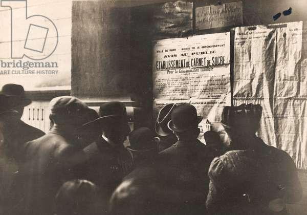 Sugar rationing in France, 1917 (b/w photo)