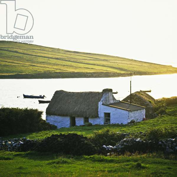 View of a thatched cottage, Clifden Bay, Connemara, County Galway, Ireland (photo)