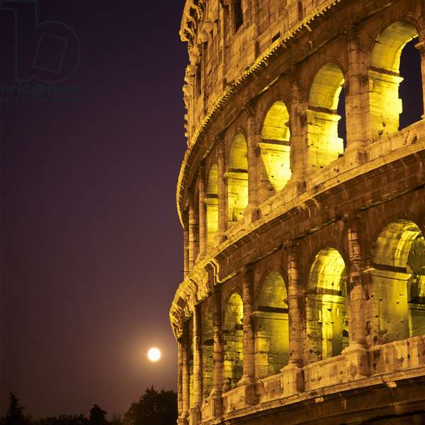 Colosseum at night, Rome, Italy (photo)