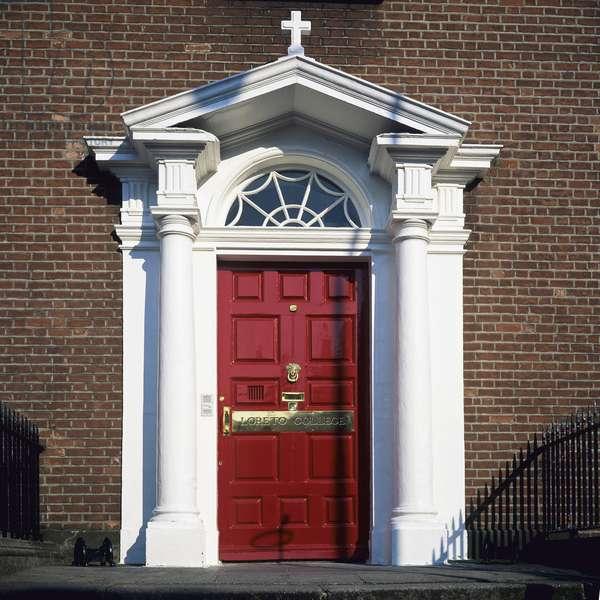 Red front door of Loreto College, St Stephen's Green, Dublin (photo)