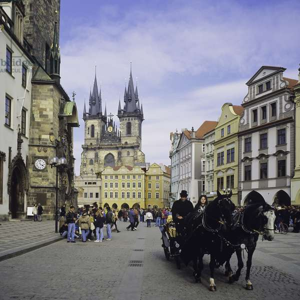 Barouche in the Old Town Square, Prague, Czech Republic (photo)