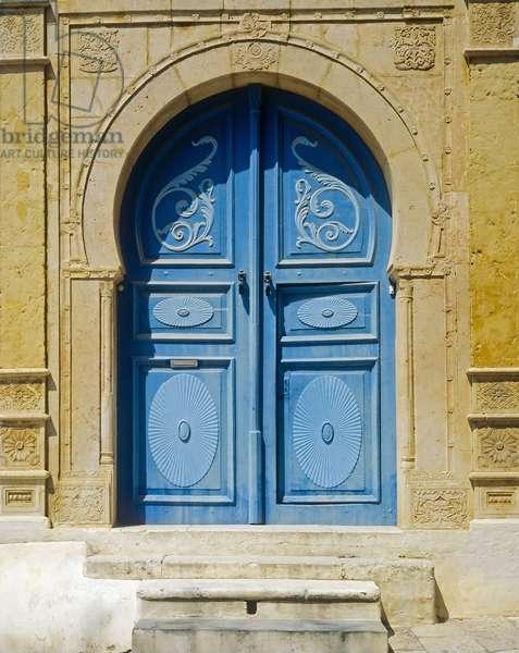 Traditional blue door (photo)
