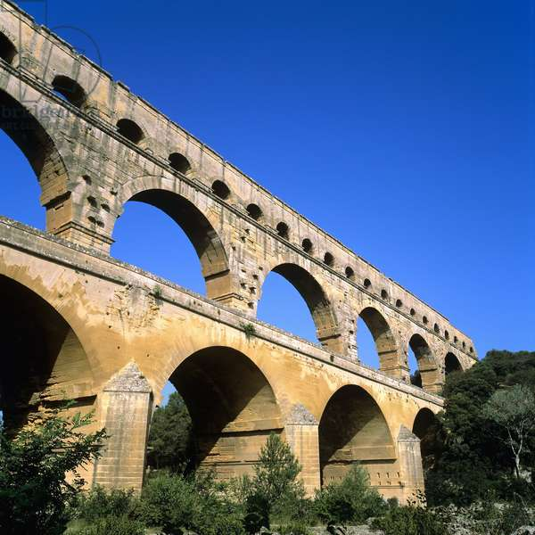 View of the Pont du Gard (photo)