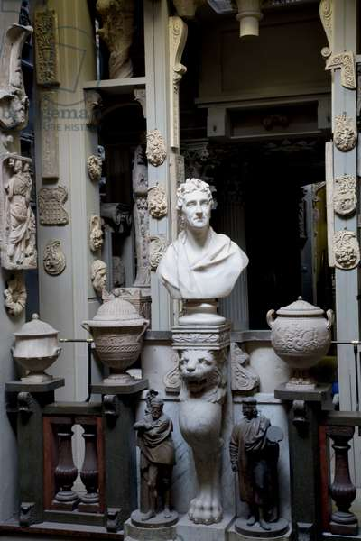 Sir Francis Chantrey's marble bust of Sir John Soane, carved in 1828, flanked by John Flaxman's statuettes of Michelangelo and Raphael, Sir John Soane's Museum, London (photo)