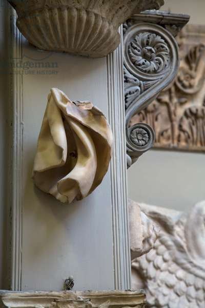 Sculpture in Sir John Soane's Museum, London (photo)